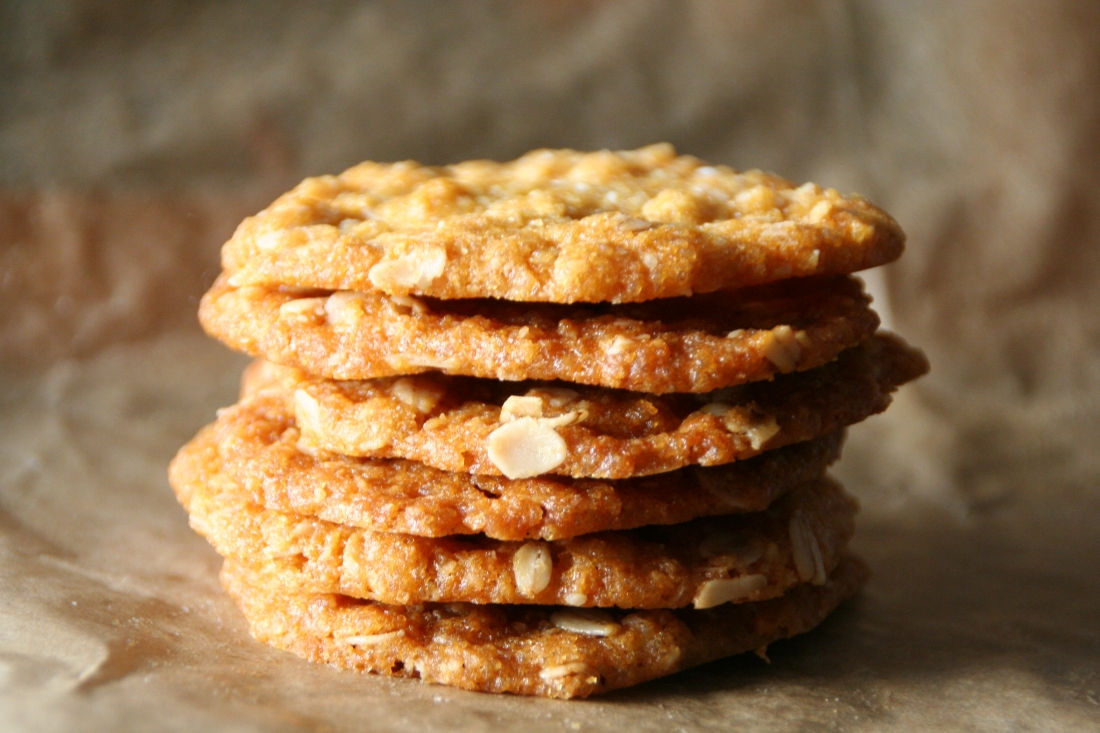 ANZAC Biscuits Recipe - Crispy Oatmeal Cookies with Golden Syrup ...
