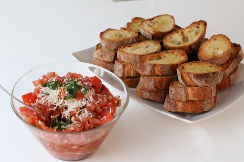 Tomato Basil Bruschetta | DalyShenanigans.com
